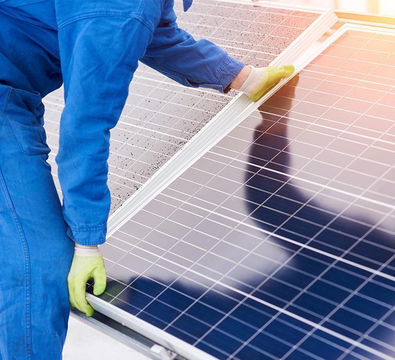 montaż paneli słoneczych