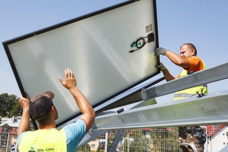 monterzy montujący panele fotowoltaiczne 6